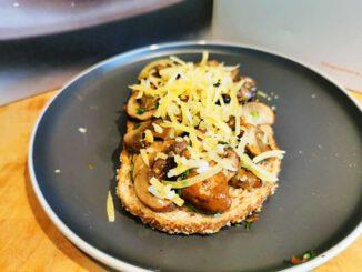 Toast met gebakken champignons en truffel